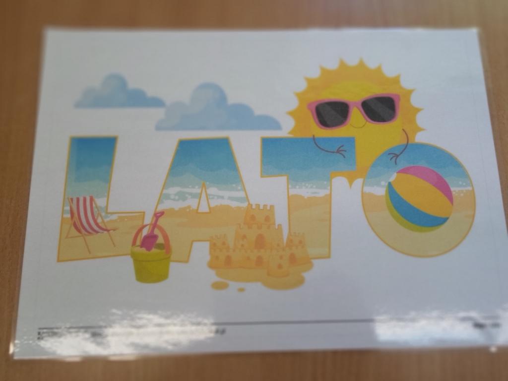 "Plakat z napisem ""Lato""."